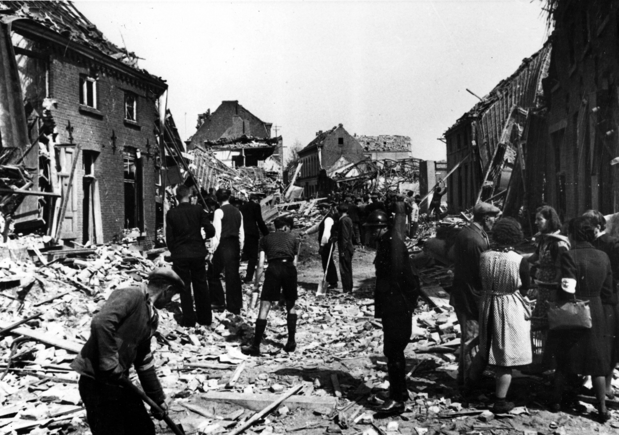 272172-bombardement-mortsel-avril-1943.jpg