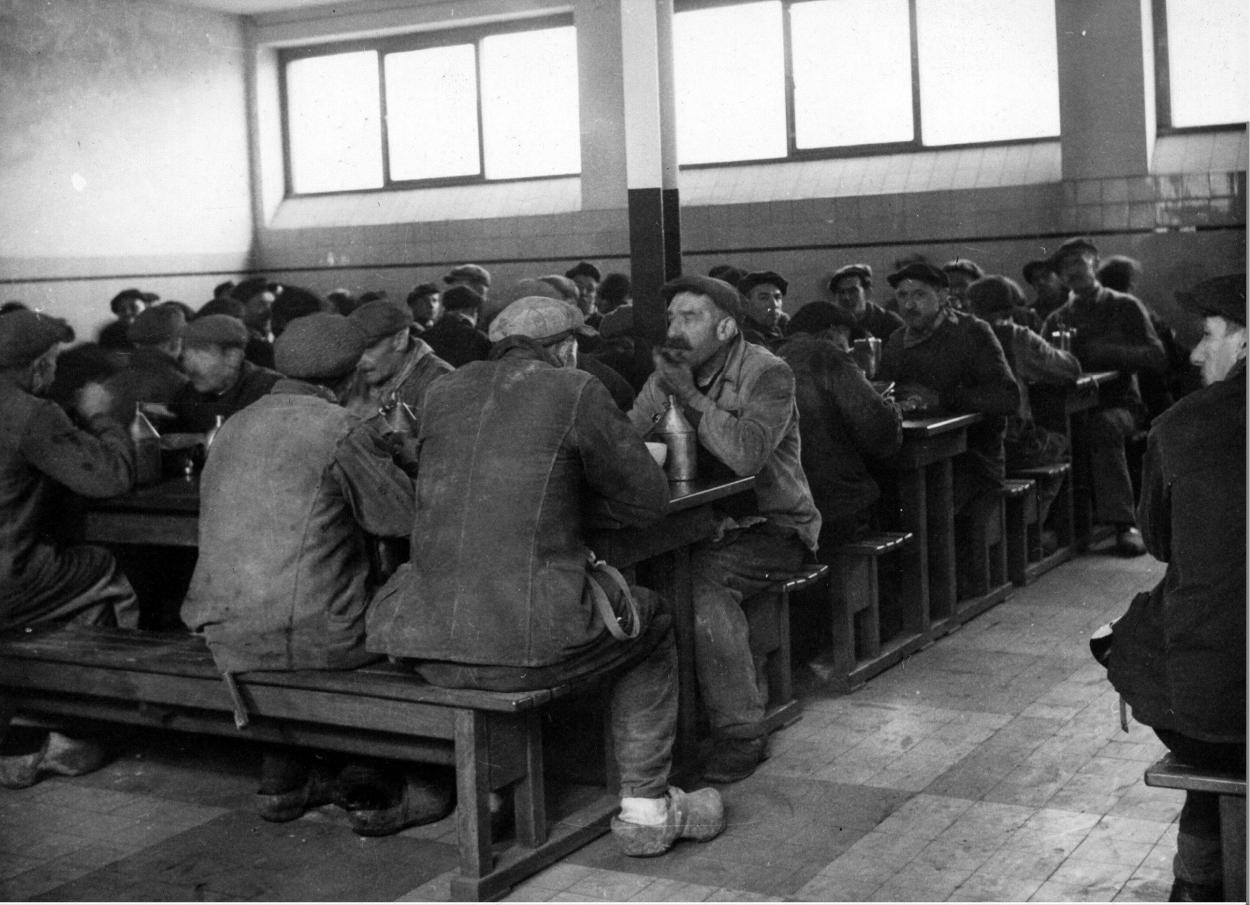 2981-ouvriers-A-la-cantine.jpg