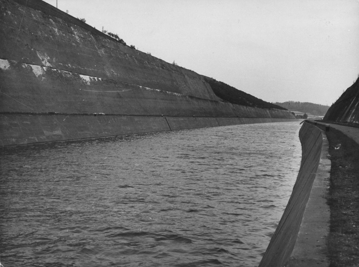 9289-canal-albert-tranchAe-d-eben-emael.jpg