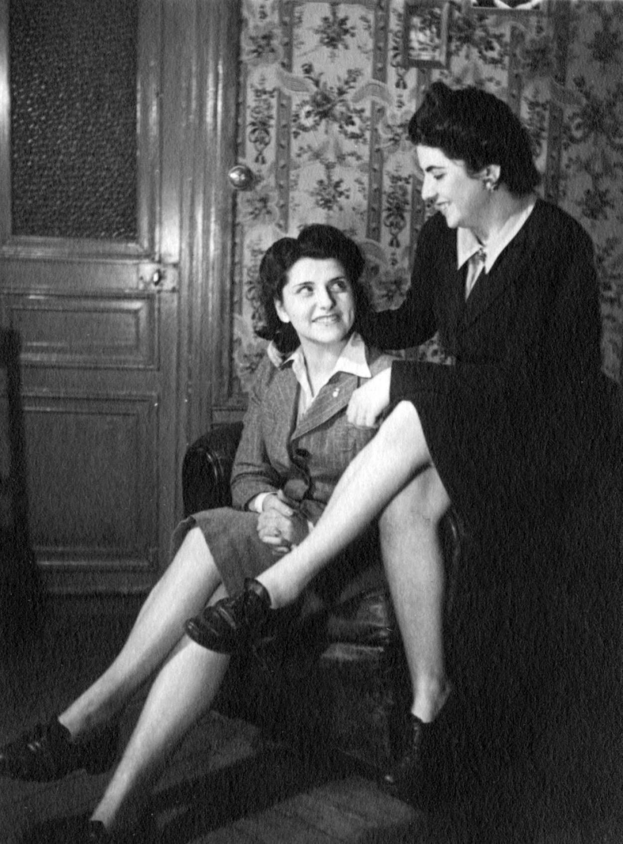 Mouchka met haar Joodse vriendin Milka