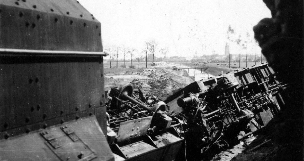 331-train-militaire-belge-bombardA.jpg